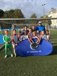 """U11 hebt erneut die """"Meisterschale"""" auf Schalke!"""